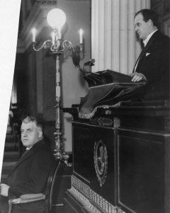 Antakelig fra Mørlands doktorgradsdisputas i 1932, Didrik Arup Seip sitter. Foto: Ukjent, Oslo Museum