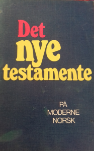 Omslaget til Det nye testamente på moderne norsk fra 1973