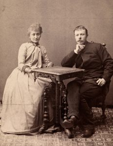 Arne og Hulda Garborg ca. 1890 Foto August Haraldsson, Wikimedia Commons