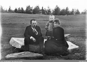 Hulda og Arne Garborg med sønnen «Tuften» i 1890. Foto Ola Andreas Stang Geelmuyden _ Oslo Museum